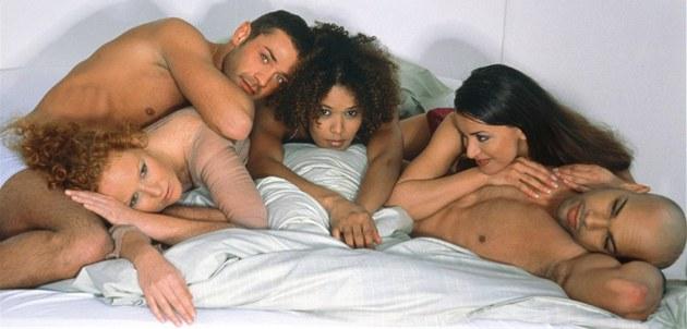 Групповой секс и презервативы