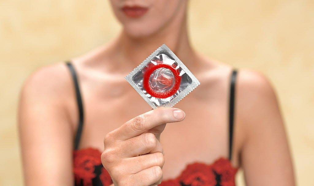 Заразиться через презерватив, возможно ли это?